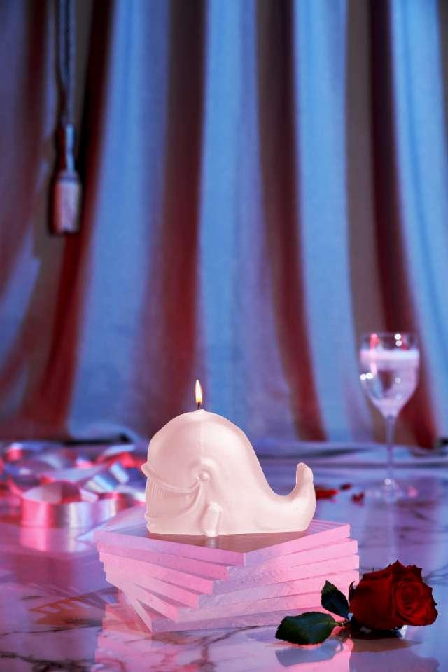 Świeca Wieloryb jasny róż perłowy Candellana