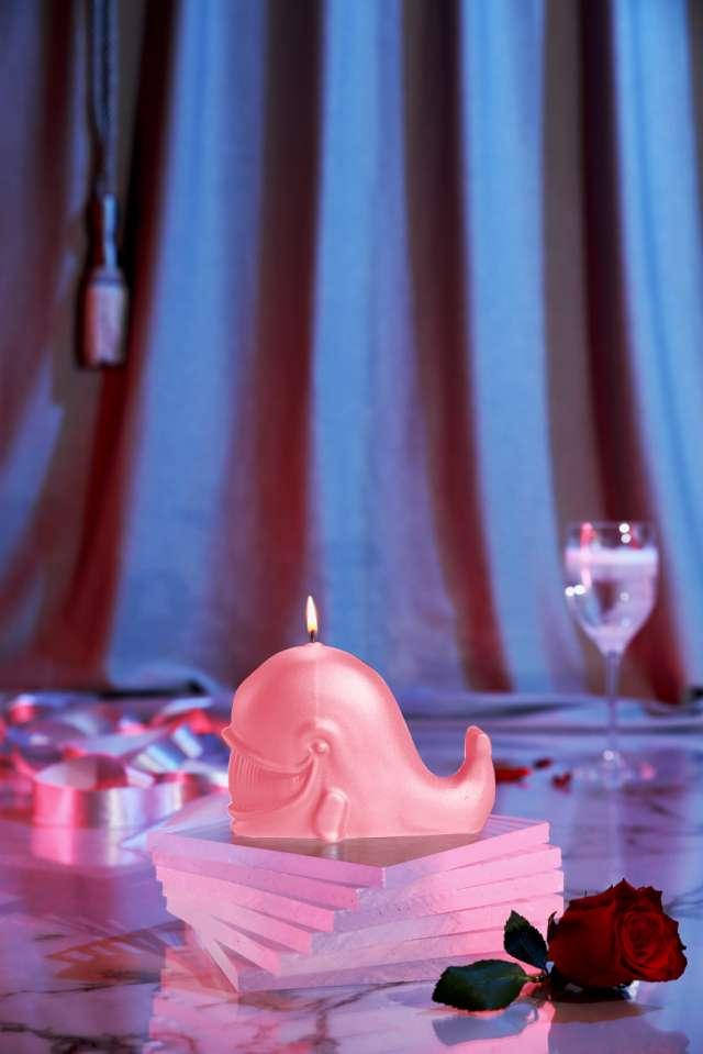 Świeca Wieloryb róż perłowy Candellana
