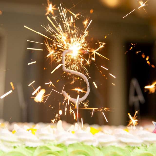 Zimne ognie Cyfra 9 złota PartyPal 16 cm