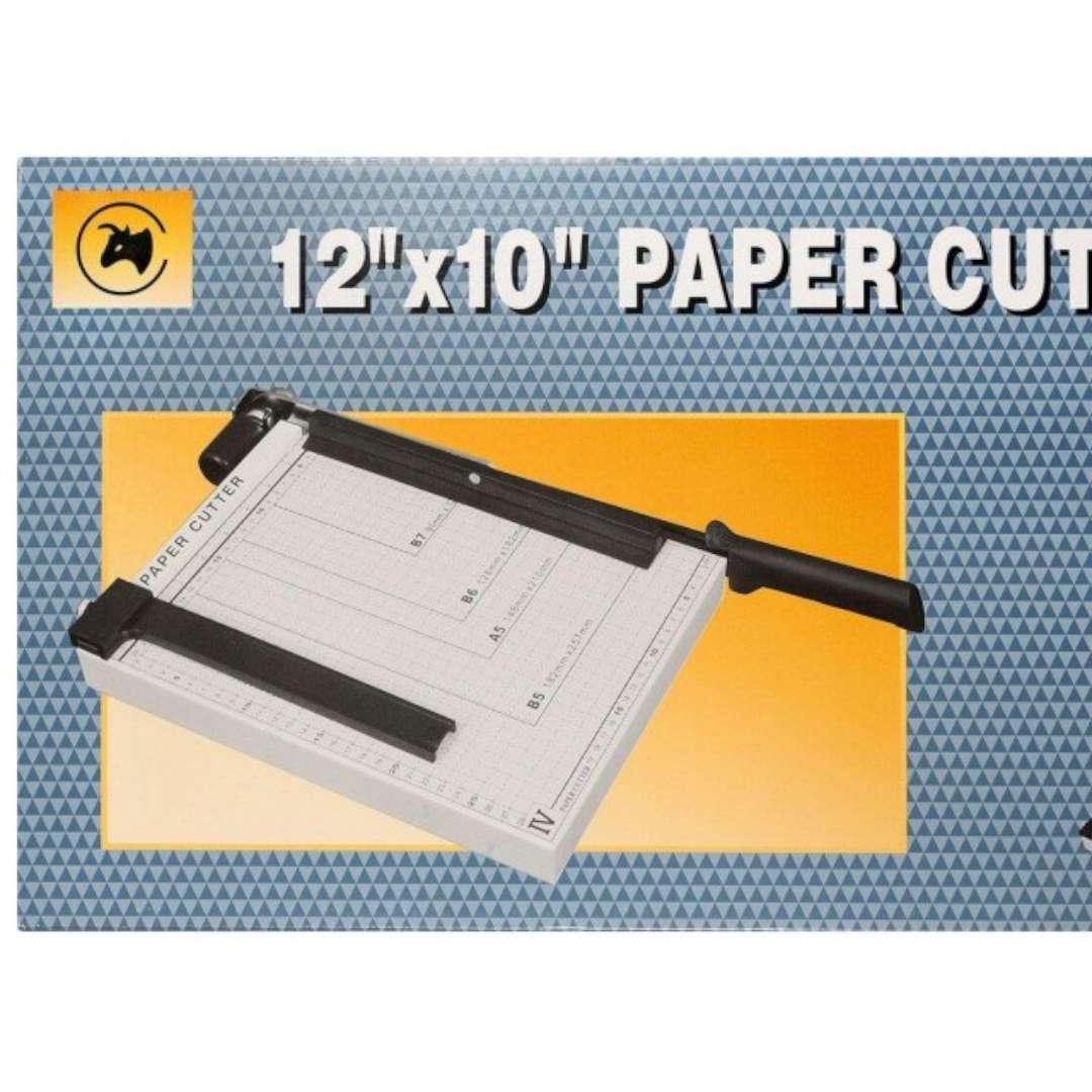 Gilotyna do cięcia papieru Format A4 Titanum