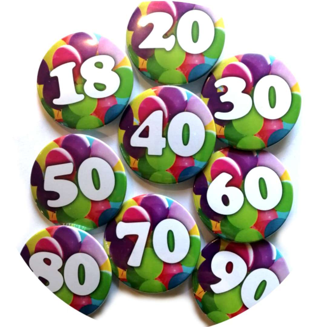 Przypinka 80 Urodziny okrągła kolor mix 56 mm