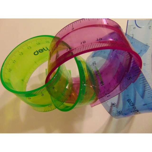 Linijka Elastyczna  zielony neon DELI 20 cm