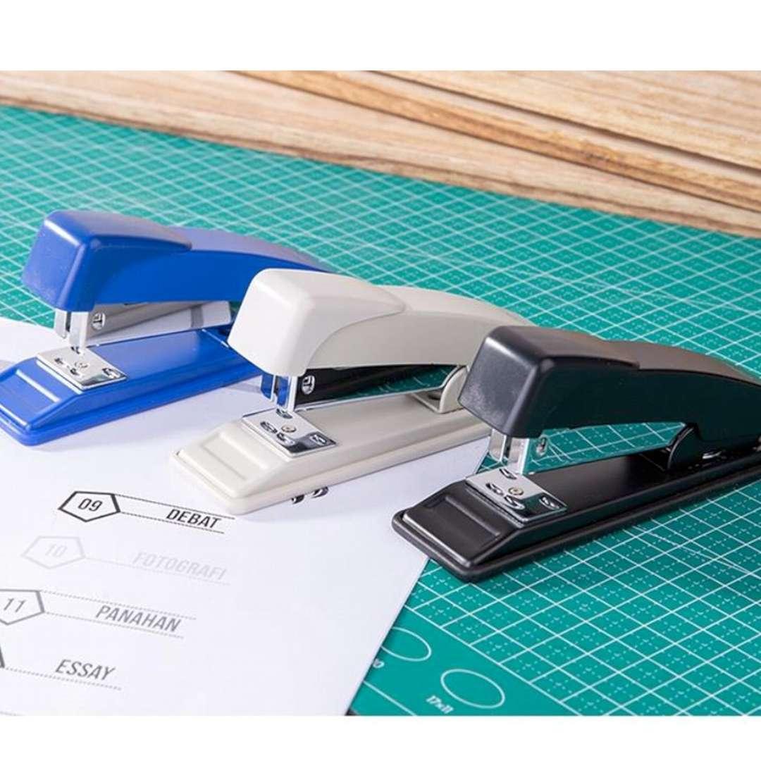 Zszywacz biurowy Classic S biały DELI No 0315