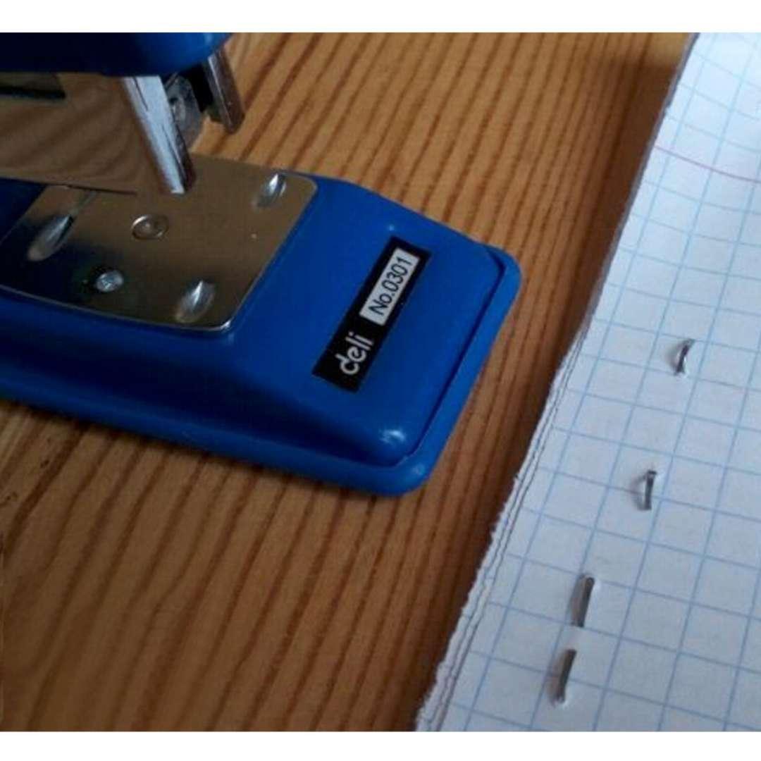 Zszywacz biurowy Classic L niebieski DELI No 0301